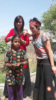 Une action coiffure en Inde